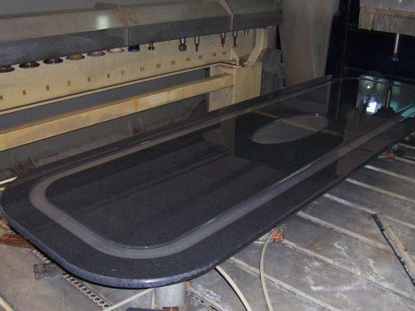 lavorazione-tavolo-marmo1